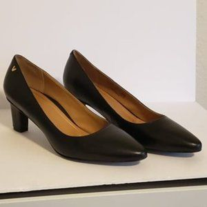 NEW- Vionic Petunia Pumps- Black Leather